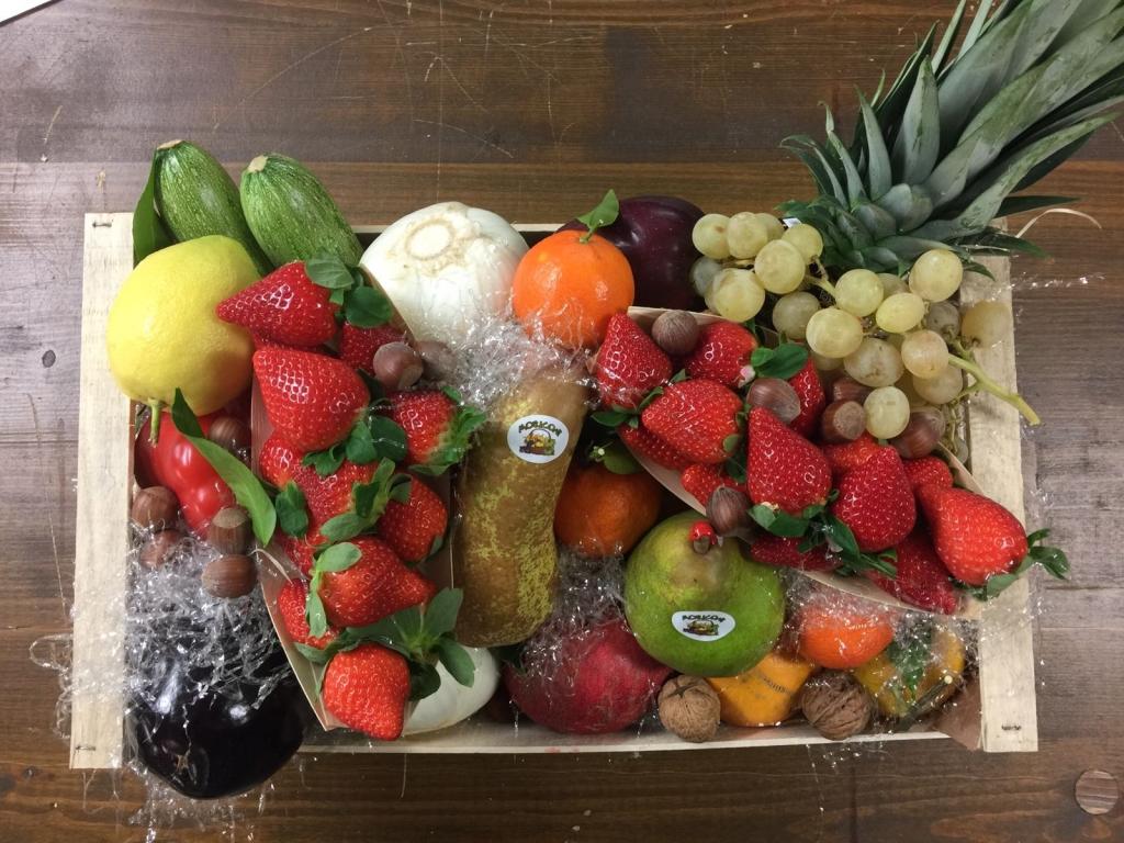 foto cesta natalizia moriconi frutta